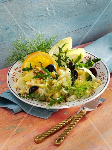Fruit salad with chicory, fennel, cheese and walnuts