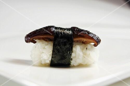 Nigiri sushi with shiitake mushrooms and nori