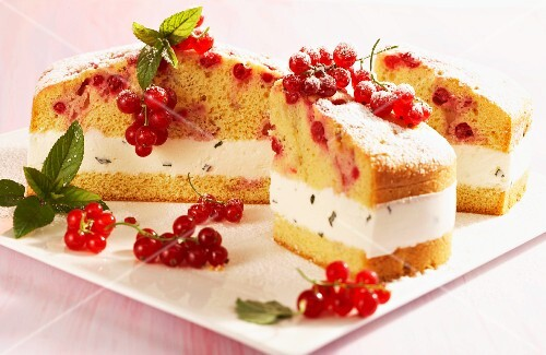 Redcurrant cake with mint cream