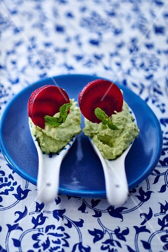 Avocado and cauliflower cream with beetroot