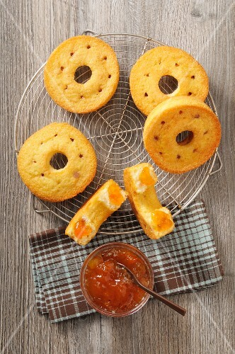 Ring-shaped cakes with jam on a cooling rack