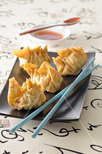 Deep-fried pastry parcels (Asia)