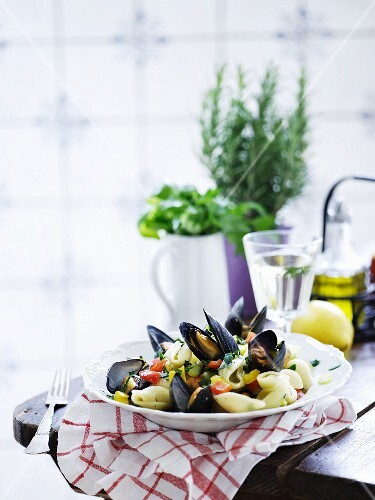 Conchiglie with mussels and tomatoes