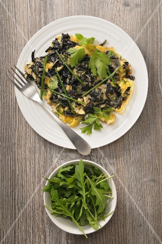 Omelette with black chanterelles and rocket