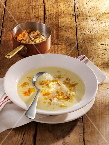 Festive cauliflower soup with flaked almonds