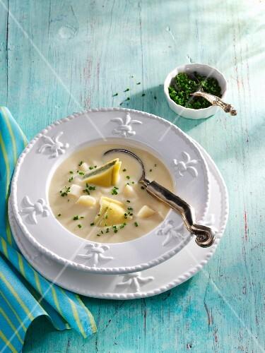 Parsnip soup with Maultaschen (Swabian ravioli)