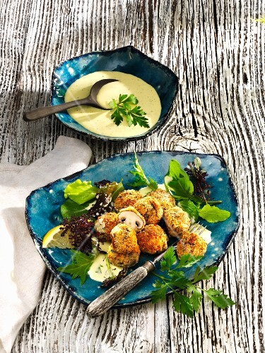Breaded mushrooms with garlic sauce