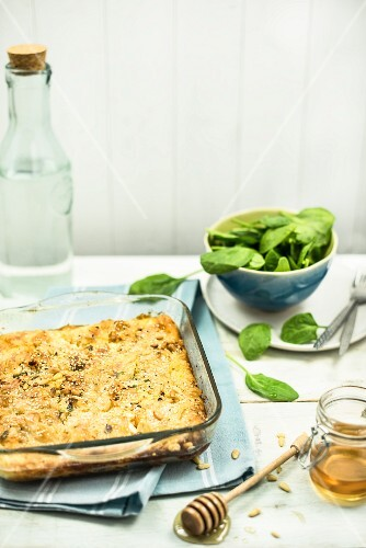 Spinach gratin with pine nuts and honey