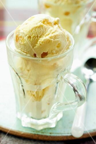 Vanilla ice cream with ginger