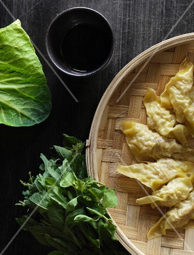 Steamed pasta pockets filled with cabbage, chicken and mushrooms