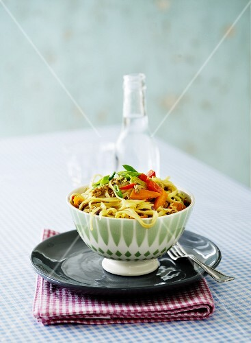 Tagliatelle with carrots and peppers