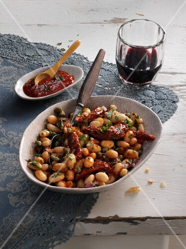 Bean salad with dried tomatoes