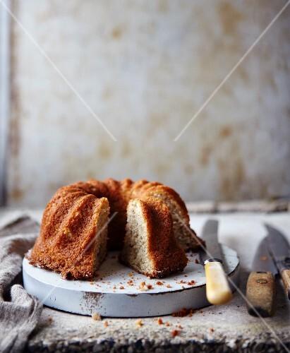 A Bundt cake with bananas, sliced
