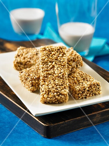 Chai power bars with vanilla and chia seeds
