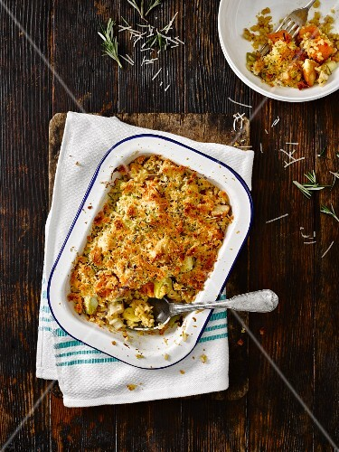 Gratinated risotto with chicken, vegetables and rosemary (seen from above)