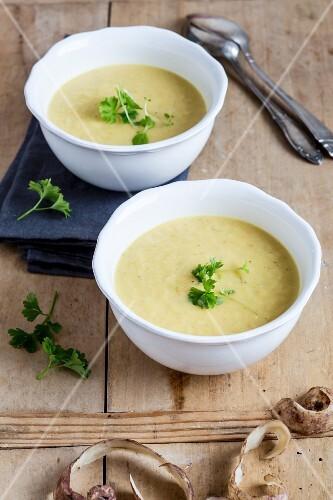 Jerusalem artichoke soup with parsley