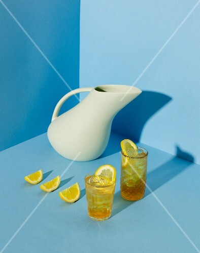 Green iced tea with ginger and lemon