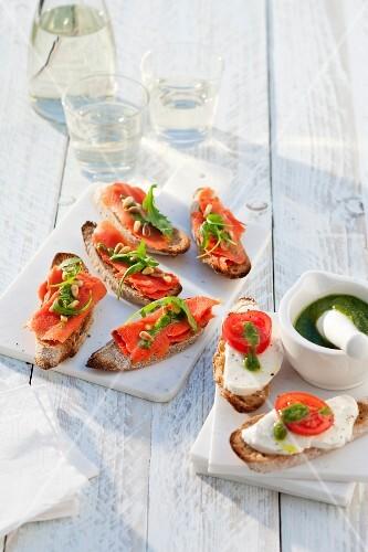 Bruschetta with salmon and rocket pesto