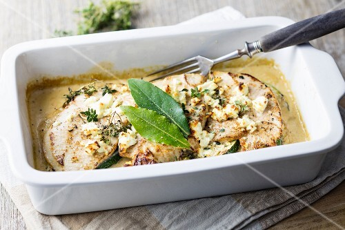 Gratinated turkey escalope with courgette, feta cheese and herbs