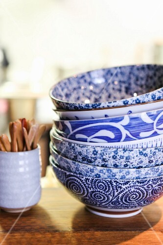 Various blue and white rice bowls (Mochi, Vienna)