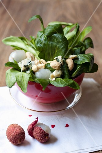 Lamb's lettuce with Roquefort, lychees and cashew nuts