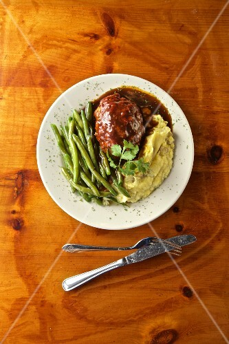 Black Angus meatloaf with brown sugar, tomato sauce, garlic mashed potatoes and green beans