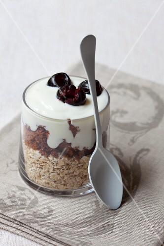 Yoghurt muesli with oats, chocolate and cherries