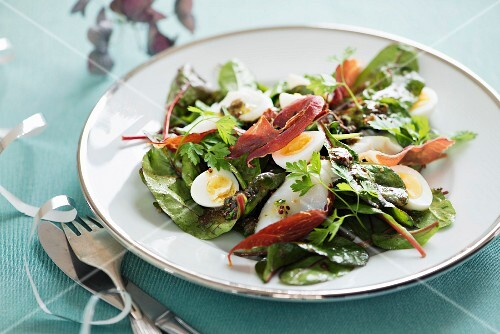 Mixed leaf salad with egg and cod