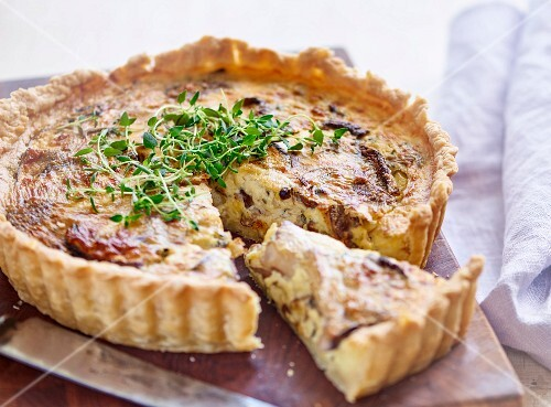 Quiche with cabbage and thyme, sliced