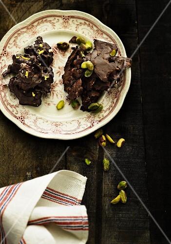 Crispy chocolates with pistachio nuts