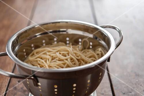 Cooked spaghetti in a colander