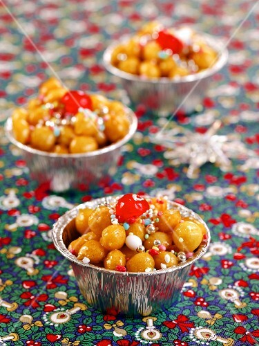 Struffoli di Natale (Christmas sweets from Naples, Italy)