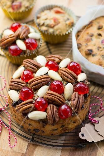 Mini Christmas cakes and Christmas muffins
