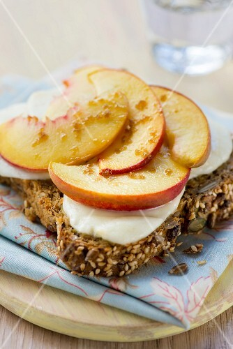 Cheese on toast with peaches