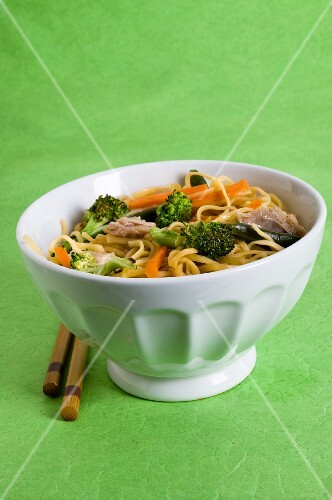 Chicken chow mein with carrots, green beans and broccoli