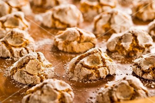 Nut macaroons (close-up)