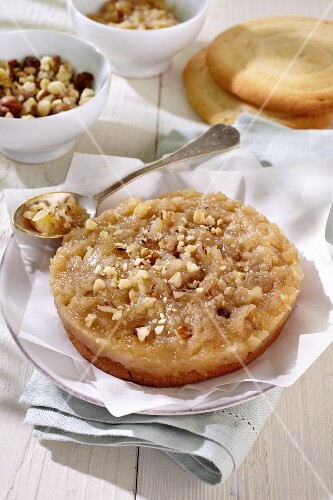 Crispy pear tart with nuts