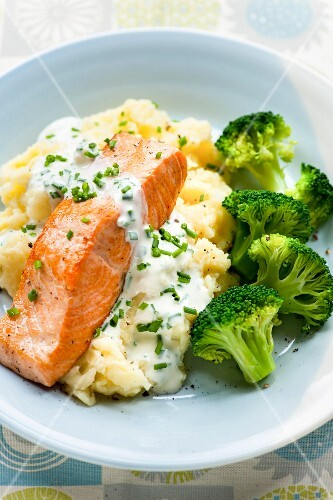 Salmon with a chive sauce, broccoli and mashed potato