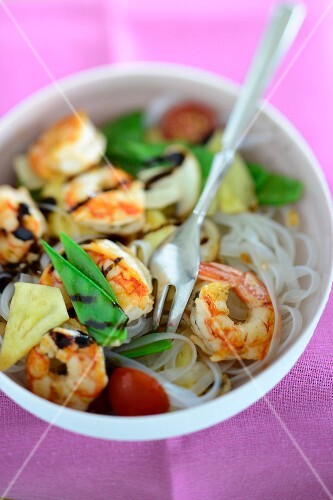 Glass noodles with prawns and mange tout (Asia)