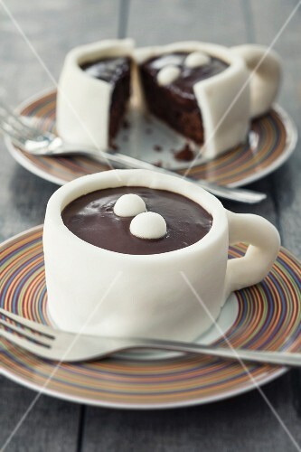Cup-shaped cakes with fondant icing and chocolate