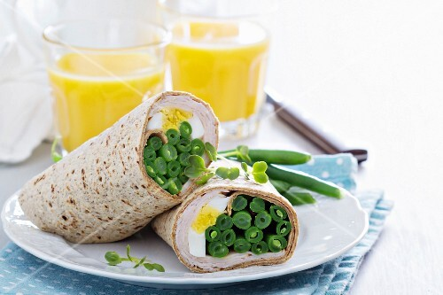 Wholemeal wraps with egg and green beans