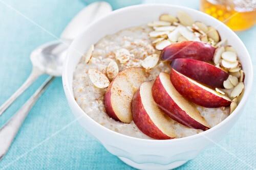 Porridge with peach, honey, cinnamon and almonds