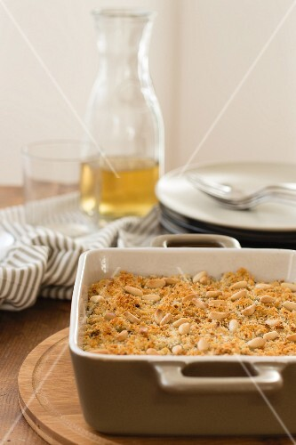 Cardoon pie with almonds