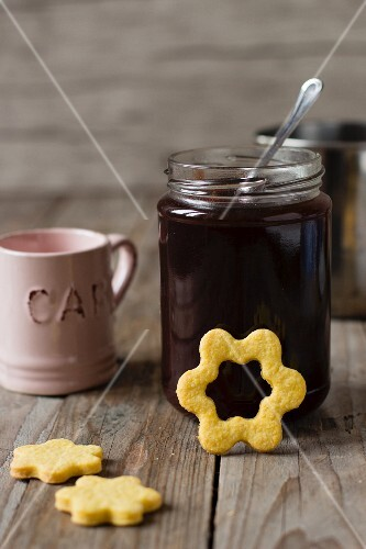 Flower biscuits with jam