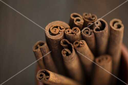 Cinnamon sticks (close-up)