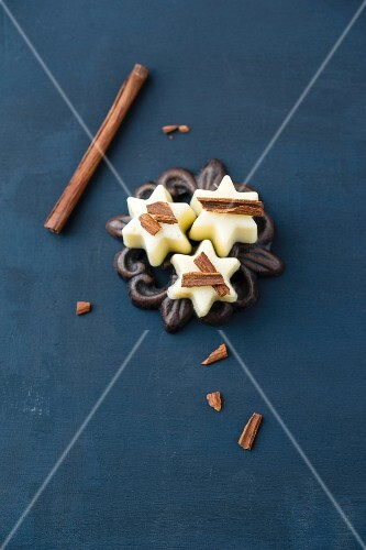 White chocolate pralines with cinnamon sticks