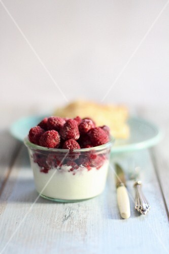 Yoghurt with ice cold raspberries