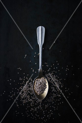 Chia seeds on a spoon (seen from above)