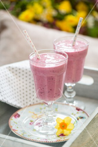Berry smoothies for a spring brunch