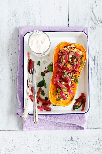 Oven-baked pumpkin filled with quinoa, chicken and caramelised onions